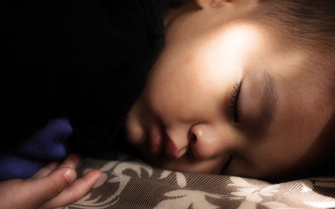 Lang tid før barnet ditt sovner?