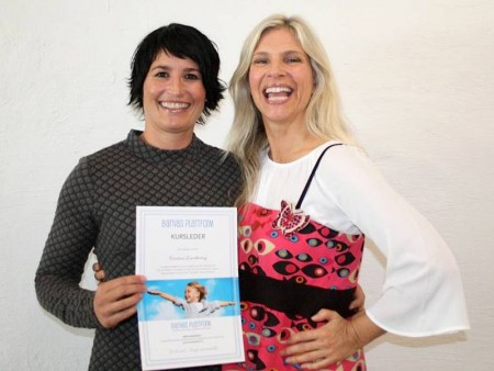 Kristine Lundereng og Birgit Semundseth smiler