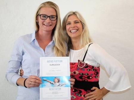 Siv Cathrin Hellestad og Birgit Semundseth smiler