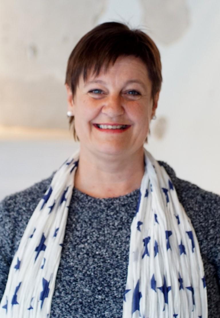 Maj-Britt Stensønes smiler