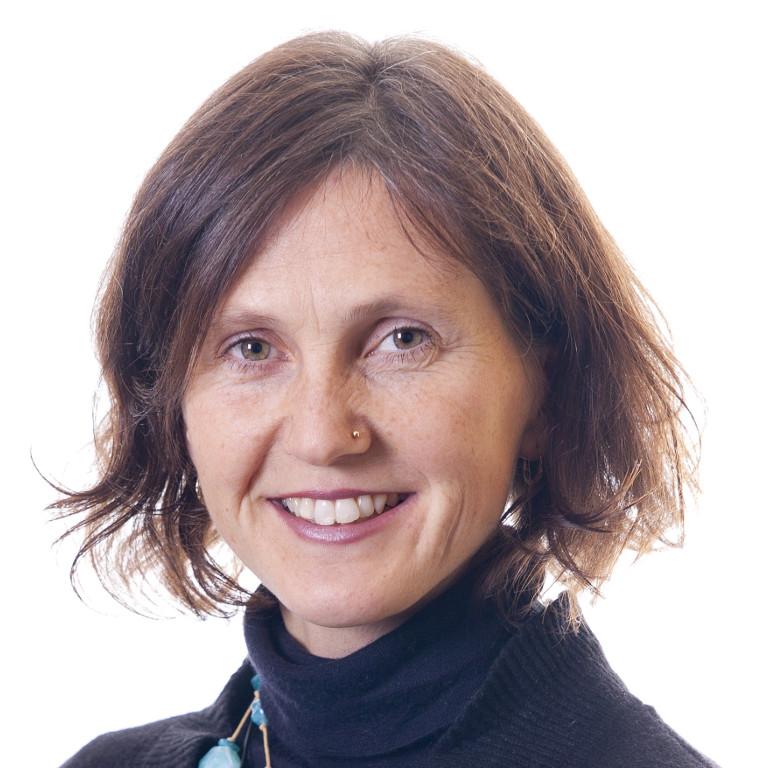 Siv Karin Solaune smiler