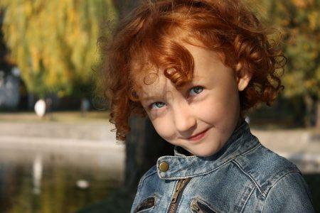 Lurt smil fra jente